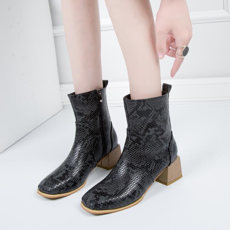 Snake Skin Thekle Botas Mulheres Quadrado Toe Zip Booties Mulher Sapatos de Couro Feminino Saltos Grésos Sapatos Senhoras Outono Inverno 2020 Novo