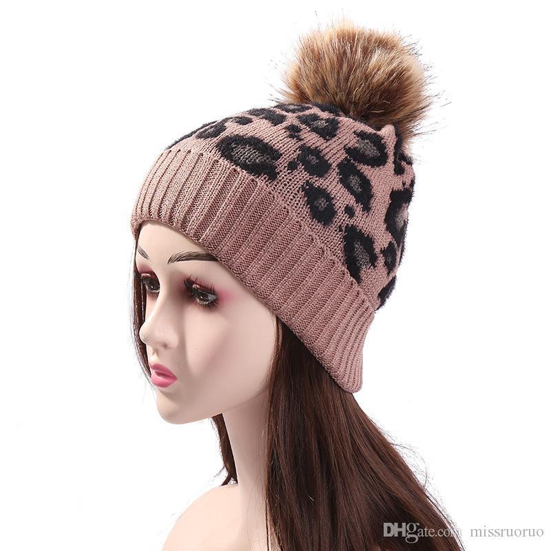 Yeni Leopard Örgü Şapka Çıkarılabilir Kürk Topu kasketleri Kadınlar Kış Sıcak Yün Örgü Şapka Açık Sıcak Beanie Parti Caps Şapka tutun örme