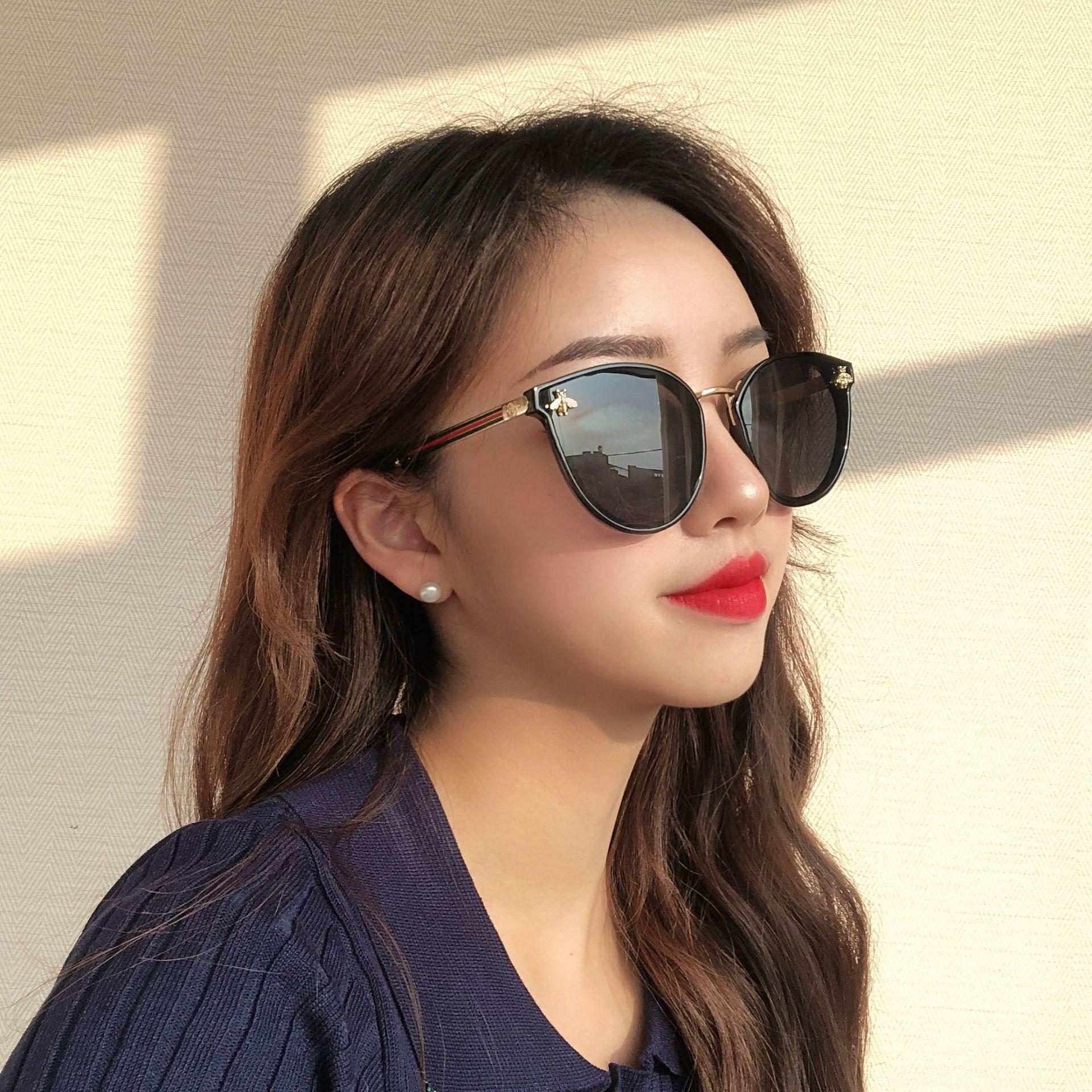 Yeni Güneş Gözlüğü için SWHC Küçük Arı Kadın 2020 Güneş Gözlüğü Moda Dekorasyon Bacaklar Inci Kare Güneş Gözlükleri Bayanlar Degrade Temizle Shades UV400