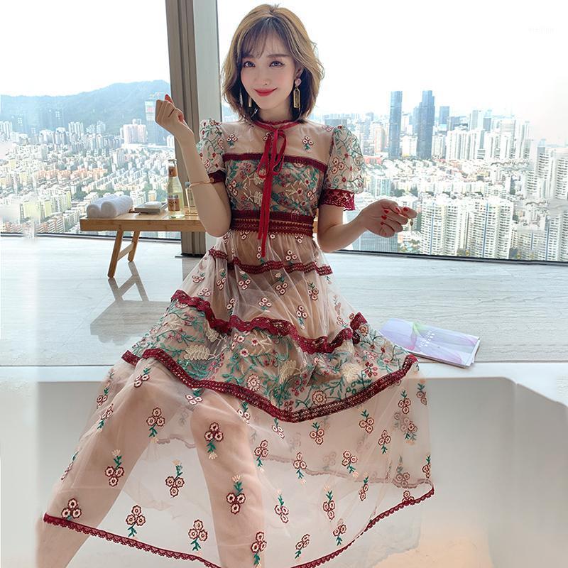 Blumenstickerei Sommer Spitzenkleid Frauen Vintage Strand Boho Mesh Lange Kleid Lace Up Puff Sleeve Party Runway 2020 A6671