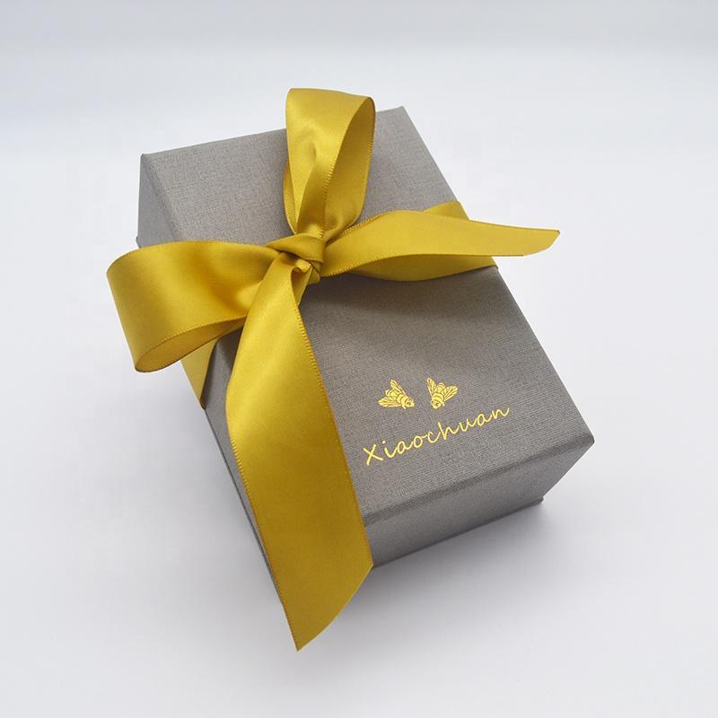 مخصصة من الورق المقوى الفاخرة ميني غلاف خاتم قلادة مجوهرات ورقة هدية مربع مع الشريط الحرير الأصفر
