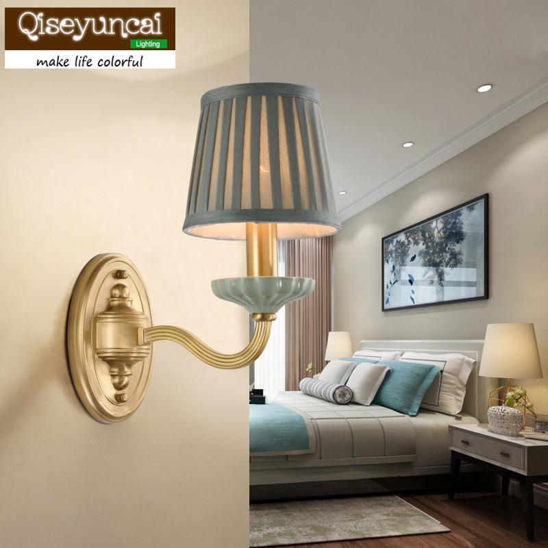 Настенная лампа Qiseyungai American Простая керамическая гостиная медная фона коридор творческий спальня кроватью