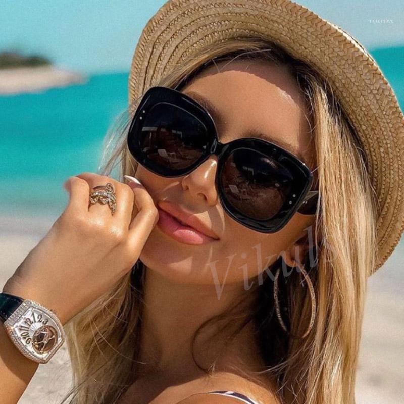 Remache Negro Square Gafas de sol Mujeres Retro Retro Gafas de sol de gran tamaño para hombres Sombras Lunette de Soleil Femme UV4001