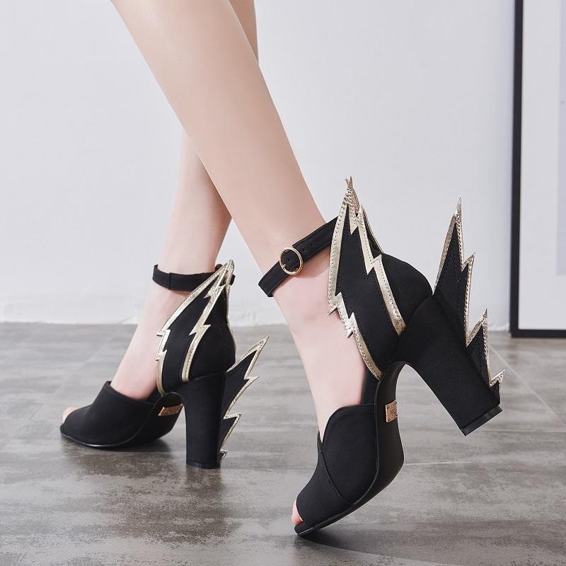 Tus 2020 sandalias verán una palabra femenina Bolt High 9,5 cm con un dedo abierto Zapatos de mujer en tacones gruesos