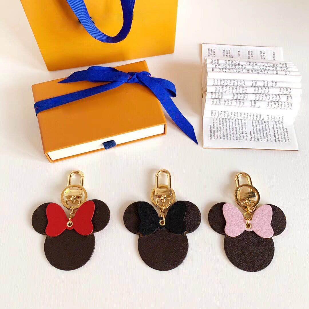2020 Nuevo diseñador Llavero con caja de la bolsa de polvo Accesorios Mono Anillo de llaves Patrón de letra de cuero Regalo de Navidad para su lujoso colgante de bolso