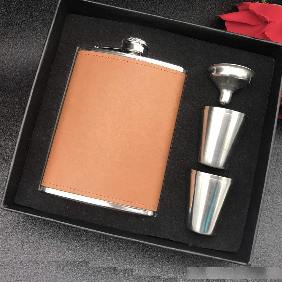 Frasco de cadera de acero inoxidable envuelto en cuero marrón de 8 oz con 4 tazas y juego de embudo