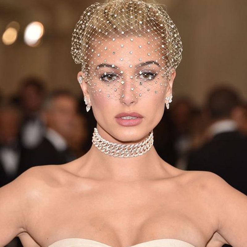 طبقة واحدة أبيض الزفاف القبعات الكريستال مطرز صافي قفص العصافير الوجه الحجاب الساحرة أنيقة النساء الزفاف الحجاب fascinator مع مشط