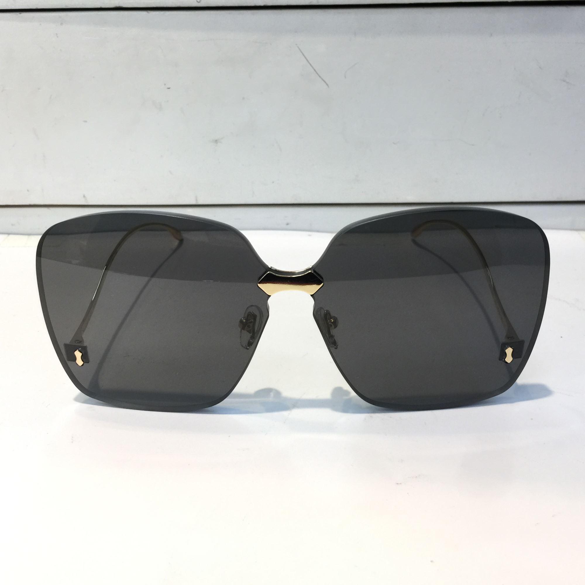 Lujo-0352 Diseñador Gafas de sol Calidad Mujeres Verano Revestimiento sin marco de sol Gafas de sol Lente de espejo Lente de fibra de carbono Estilo Piernas de moda FO KQRU