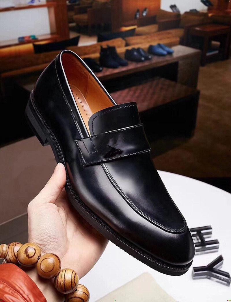 Chaussures en cuir de luxe de luxe Hommes de mariage robe de mariée Chaussures de dentelle grise à la main en dentelle pointue orteil formelle Oxford Chaussures pour hommes