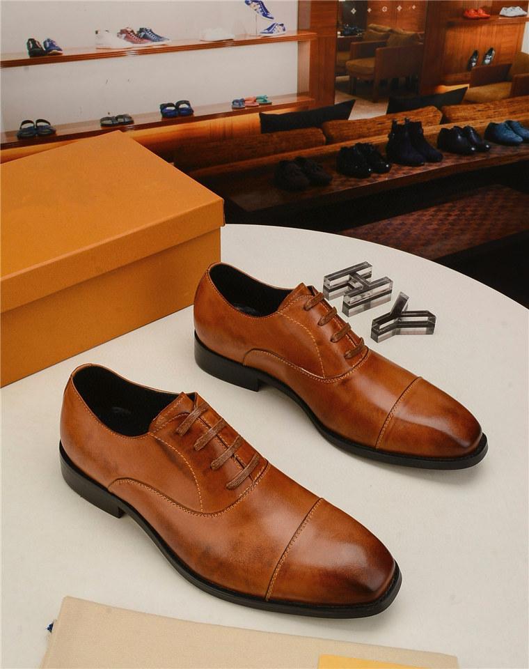 상위 고급스러운 패션 포인트 발가락 비즈니스 웨딩 특허 가죽 옥스포드 신발 남성을위한 공식 남자 드레스 드레스 드롭 스프링