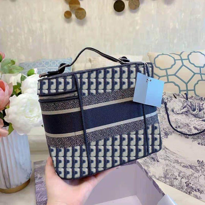 جودة عالية الأزياء إلكتروني نمط الإناث حقيبة مستحضرات التجميل أكياس الجمال سعة كبيرة 2021 حقيبة يد الأكثر مبيعا مع مربع الخصم بالجملة