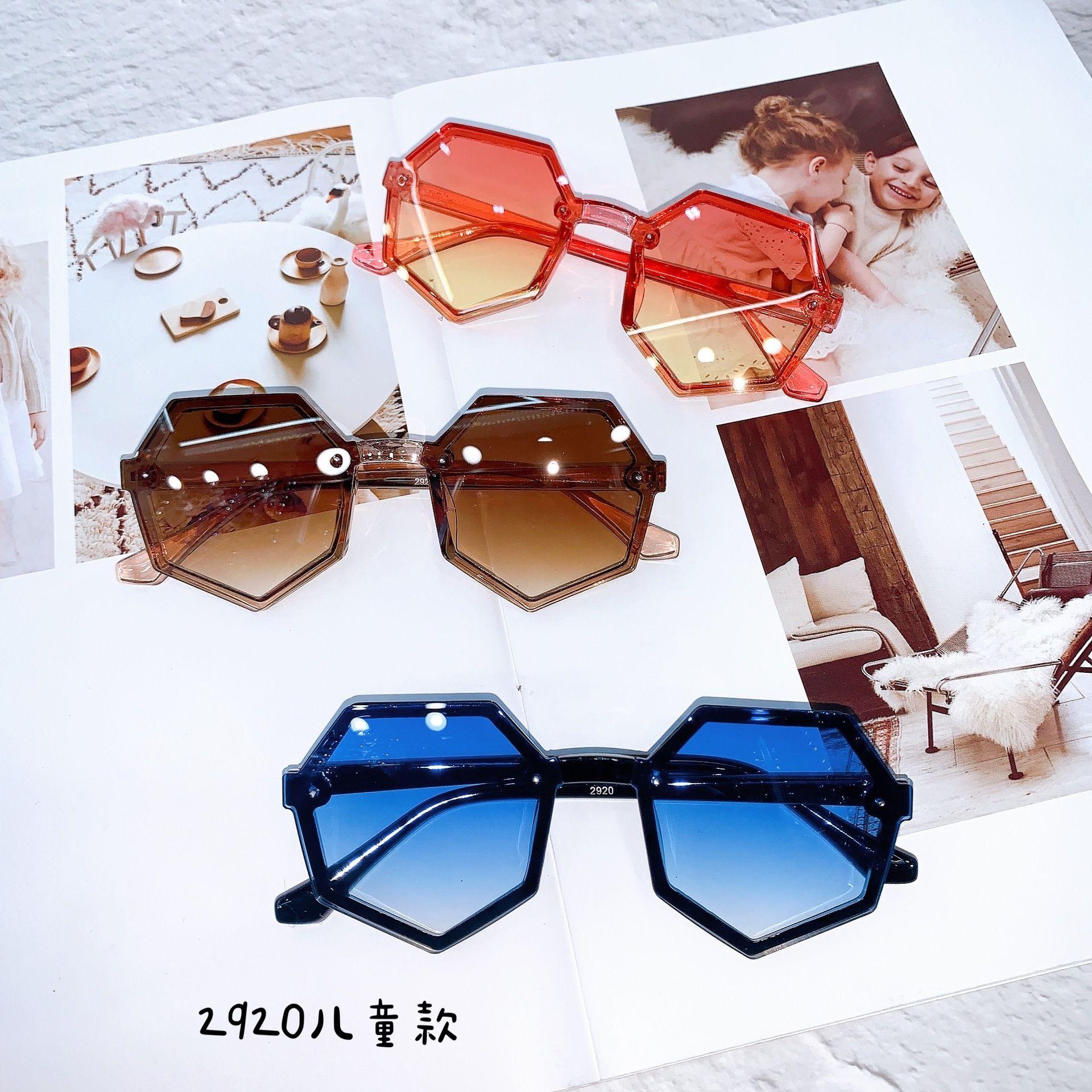 NOUVEAUX ENFANTS Polygonal PC Cadre Sunglasses Enfants UV400 Street Photo Soleil Soleil Soleil Tachettes de soleil Boyes Garçons Verres Adumbraux C6741
