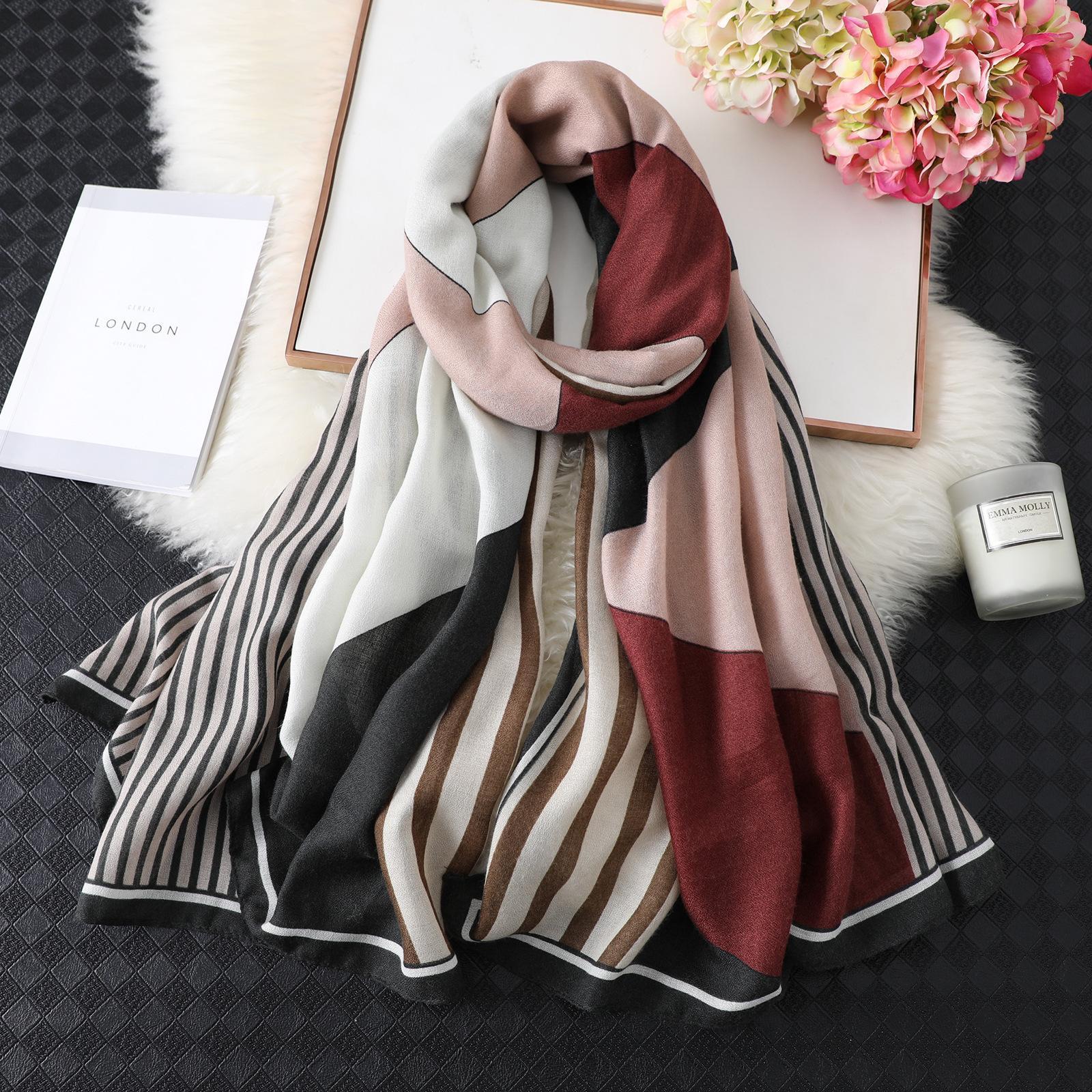 Spring New De Nouvelle Silk Femme Super Grand Écharpe à rayures à rayures de la mode peut être utilisée pendant quatre saisons Trains de Travel Châle des femmes