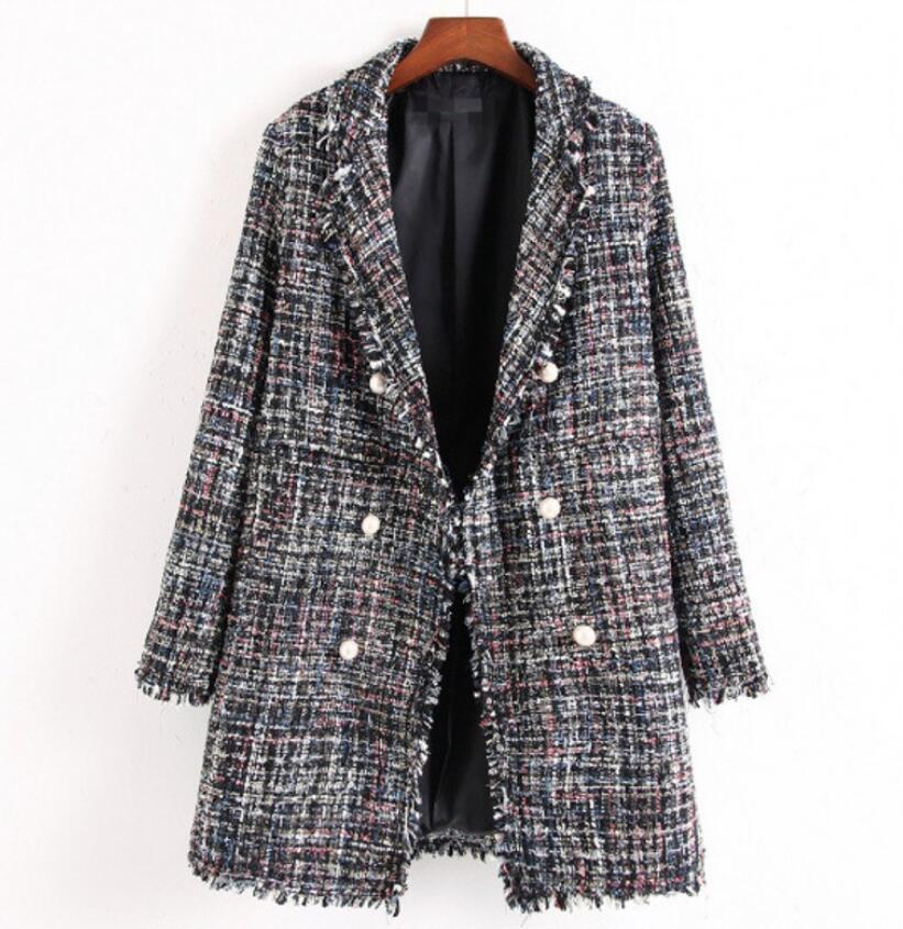 Europäischer und amerikanischer Stil im Herbst- und Winter-langen Tweed-kleiner Duft-Windperlenschnalle Fransen-Damen-Plaid-Plaid-Frauenmantel
