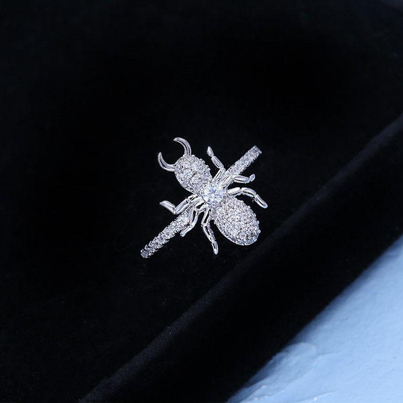 العلامة التجارية الأوروبية شخصية الراقية الزركون النمل تقليد الروديوم مطلي الدائري مجوهرات الإناث الأزياء الاتجاه لامعة الزركون تصميم خاتم تصميم