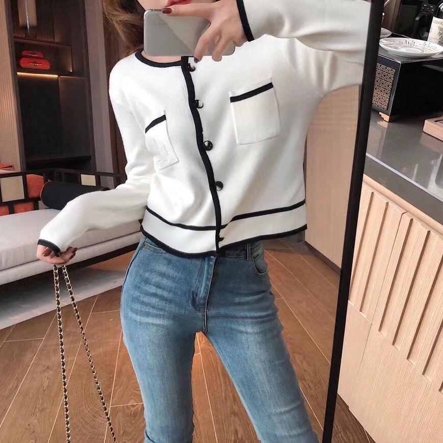 Schwarzweiss-Kontraststich-Mode-Button-Pullover-Top-Frauen-Herbst-Temperament schlanke schlanke Strickjacke kurze Jacke-