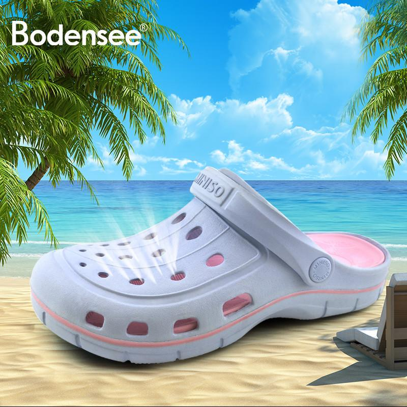 Nuevo 2020 mujeres clásicas Sandalias de diseño Moda EVA Croc Tallado Mujeres Tirones Famosos zapatos de playa Slipony Mujeres Mujer Y200623