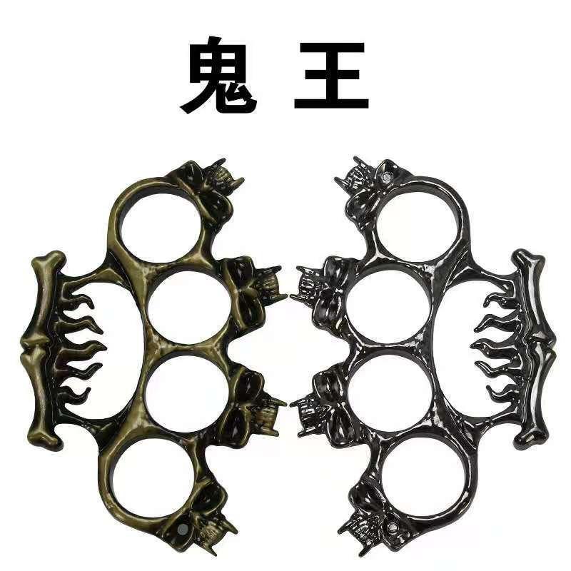 Doppio dito / Four Finger Metallo Adulto Generale Autodifesa Attrezzatura di difesa Finger Tiger Color casuale 001