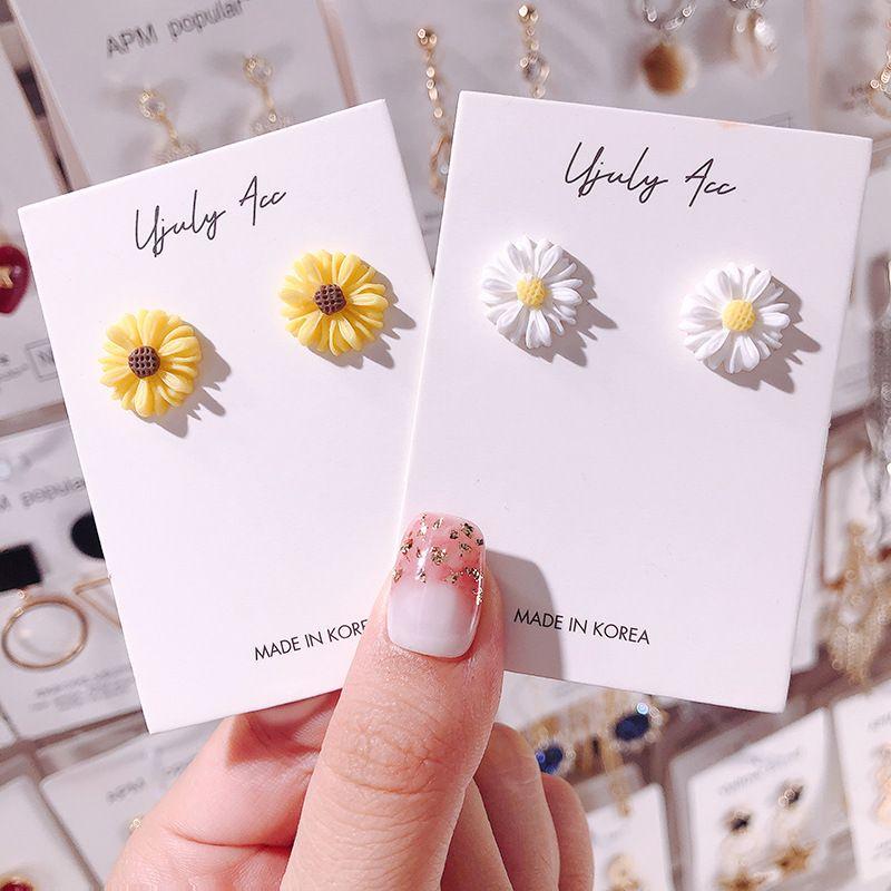 Tiny acrilico margherita orecchini per donna per le donne ragazze nuovo bianco giallo fiore orecchino da sposa festa nuziale gioielli vacanza 106 m2