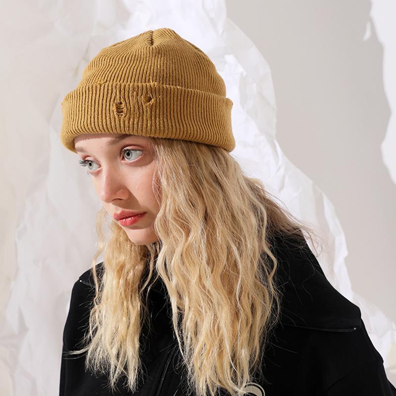 Kadınlar için örgü kelepçeli balıkçı bere sıcak kış şapka kafatası kapağı