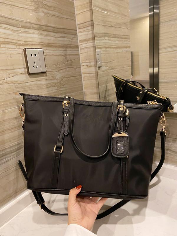 Original Classic Designer Femmes Mode Simple Nylon Étanche Sac à main Grand Sac à bandoulière Espace Sac Messenger Sac de grande capacité Sac shopping