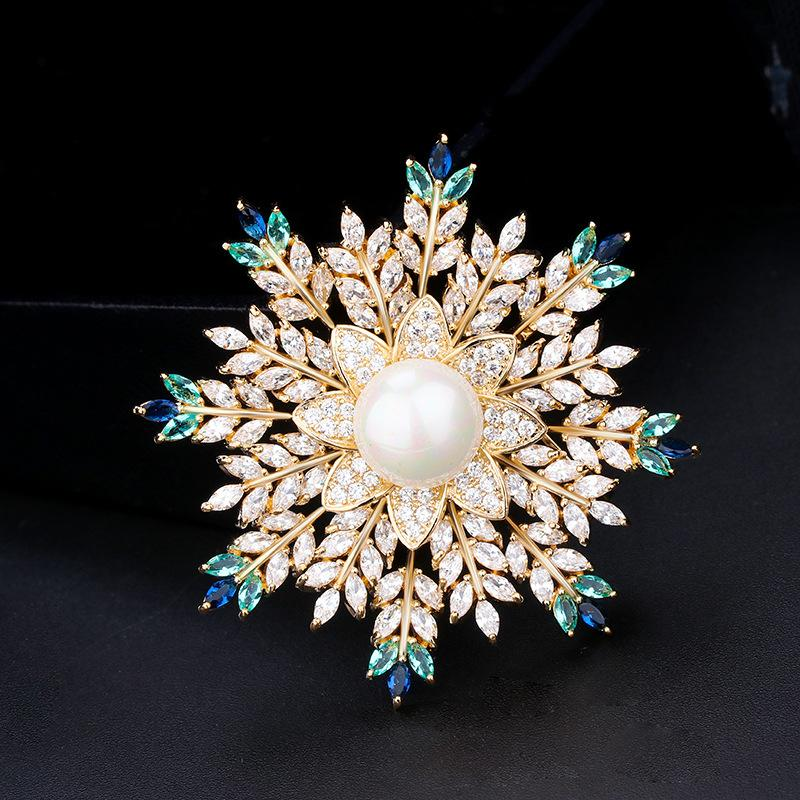 Fashion Zirconia Crystal Pearl Snow Flower Brooch per le donne Wedding Bridal Jewelry Collar Flower Pins and Brooches