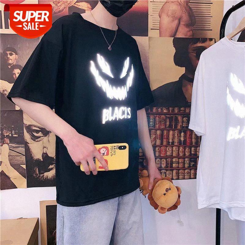 2020 Yaz erkek Yansıtıcı T-shirt Kısa Kollu Gevşek Kişilik Yeni Tüm Eşleşen Kore Stil Ins Aydınlık Yarım Kol # MH9B