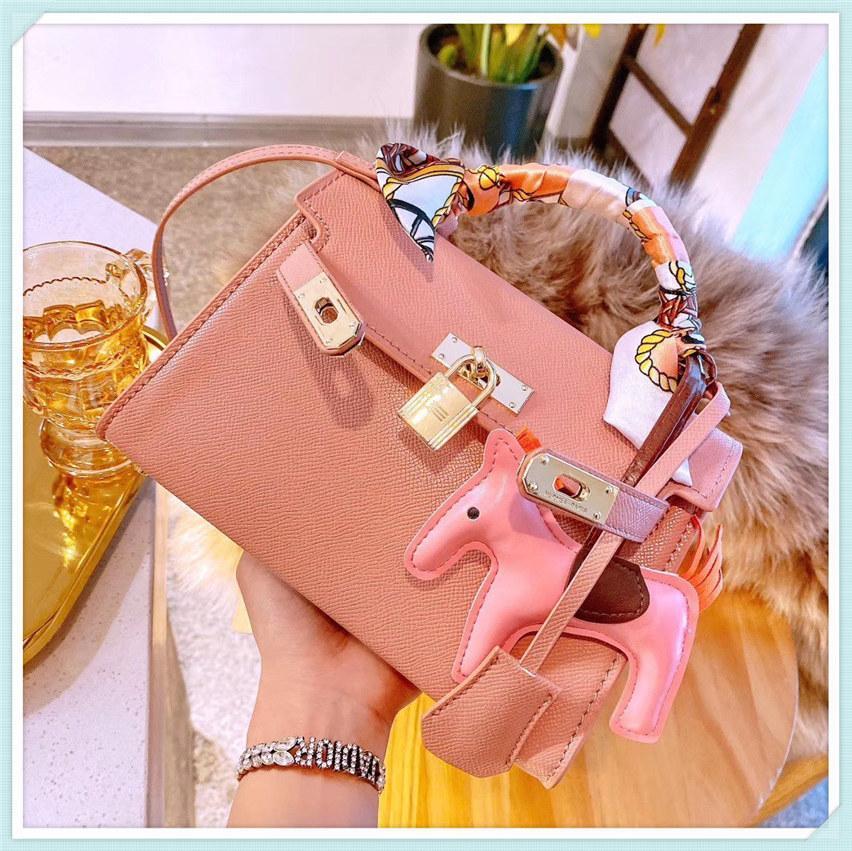 Bolsos de la noche baratos bolsos de lujo bolso de lujo bolso de mujer diseñador de las señoras Hombro Hombro 2021 Nuevo bolso bolso al por mayor famoso marca sólido