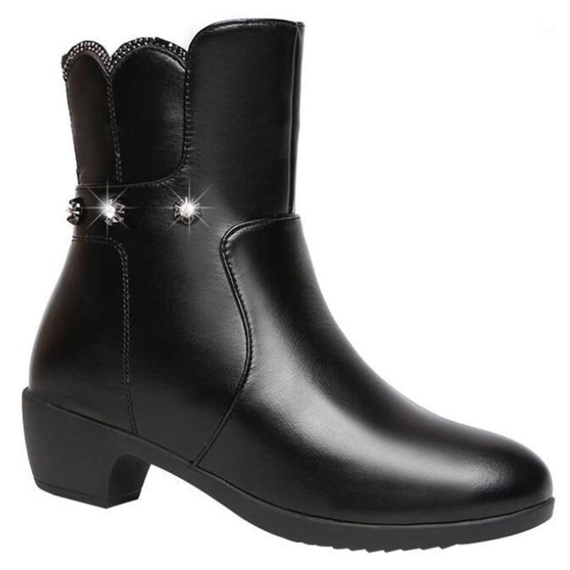 Bottes d'hiver plus Taille des femmes 2020 Nouveau talon mi-talon Bottes en cuir chaud et velours Casual Mode Moto Femme 35-421
