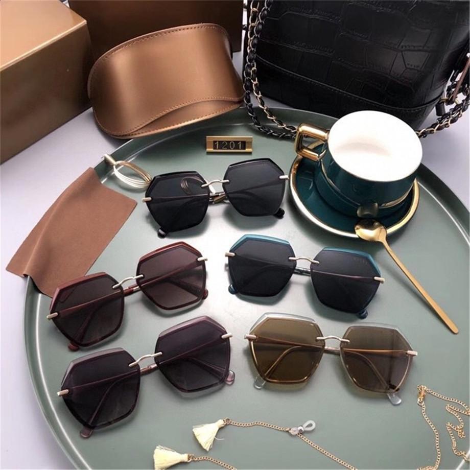 2021 Новые Роскоши Солнцезащитные очки Женские Дизайнер Солнцезащитные Очки Золотая Рамка Квадратная Металлическая Рамка Спорт Открытый Ретро Стиль Классический стиль