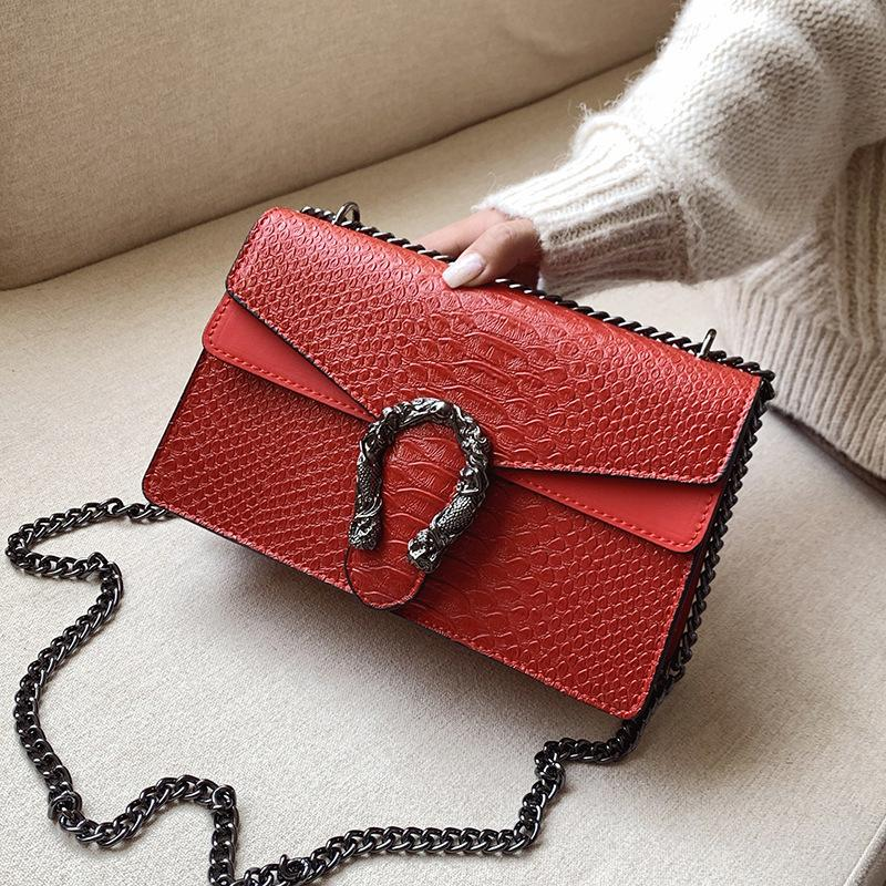 2020 Shoulder Chains Messenger Bag Fashion Girls Casual Handbag Simple Leisure Personality Small Square Women Designer Bags Q1118