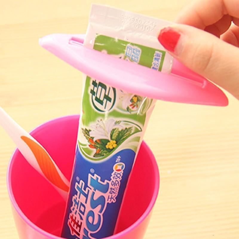 Fabrikpreis-Kuss Sexy Badezimmer Heißspender LiP Zahnpasta Creme Tube Rollhalter Squeezer für Zuhause