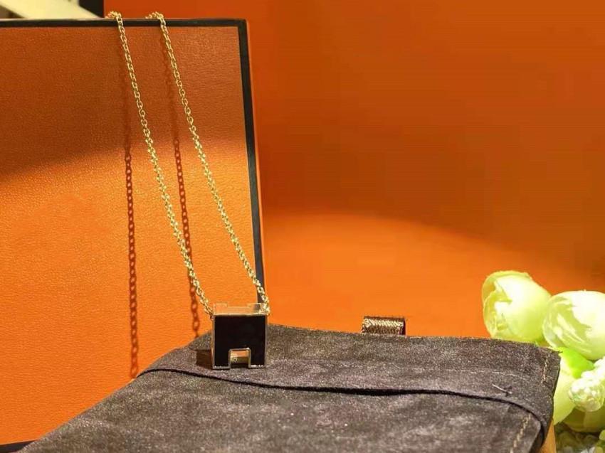 Bloquer la mode Pendentif Colliers Nouveau Arrivée Collier pour homme Femme Colliers Bijoux Pendentif Bonne Qualité 4 Couleur avec boîte