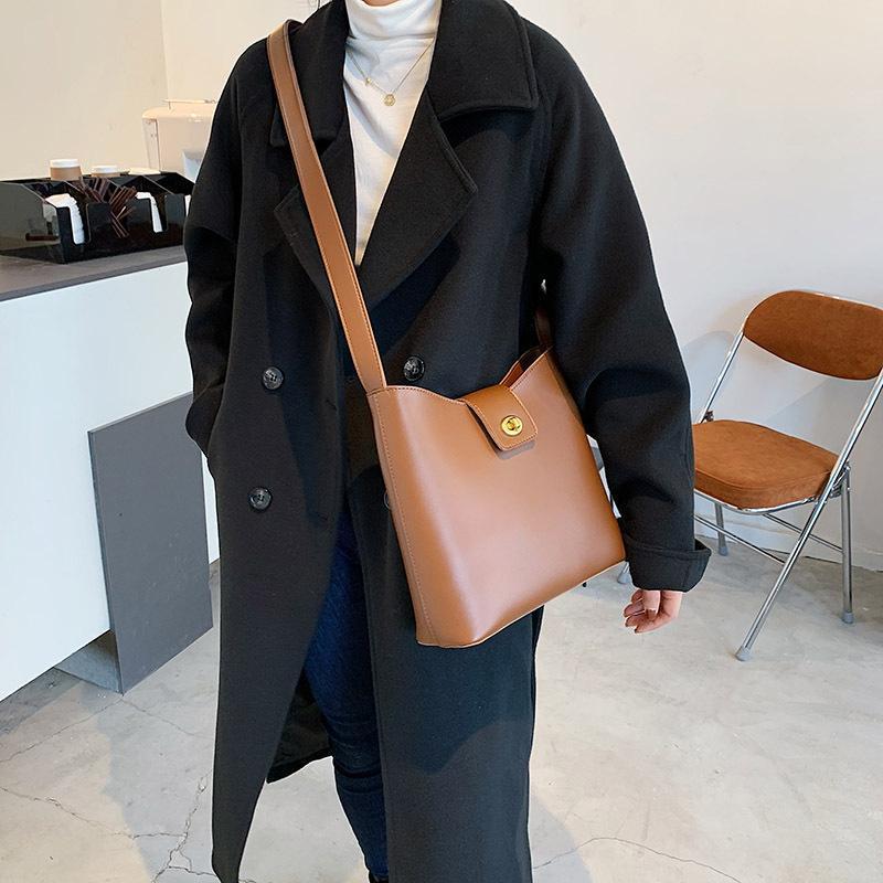 2021 Усовершенствованная Американская кожаная кожа Мягкий цвет Slung Bucket Bag Европейская сумка Сумочка PU Ретро и твердые популярные PHQSO
