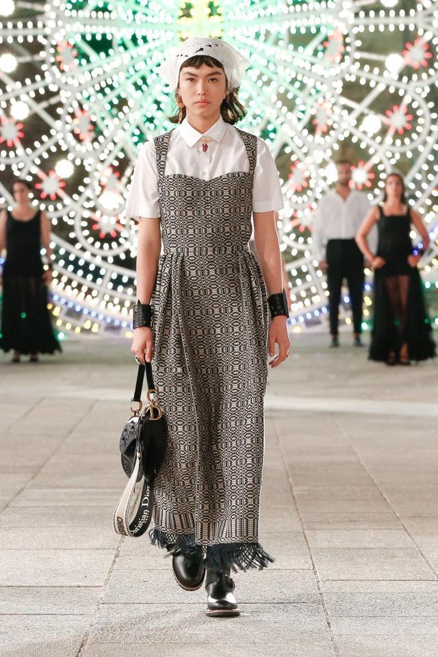 Milan Pist Elbise 2021 İlkbahar Yaz Kare Boyun Kolsuz Tasarımcı Elbise Marka Aynı Stil Elbise 1218-19