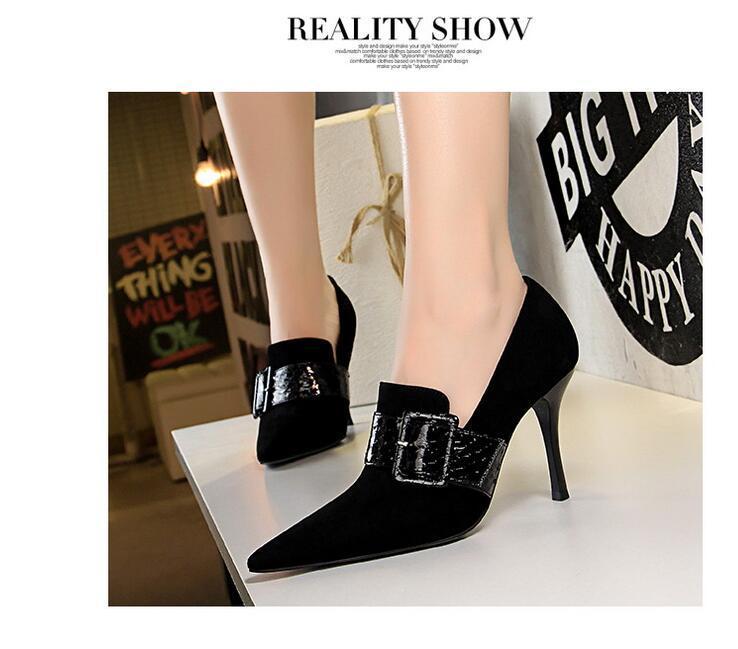2021 Vente chaude Robes Chaussures Femmes Fashion Dîner Mince Heel Mince 9.5cm Pompes hautes Sexy Chaussures Filles Mariage High Toe Pointe Noir Beige # P64