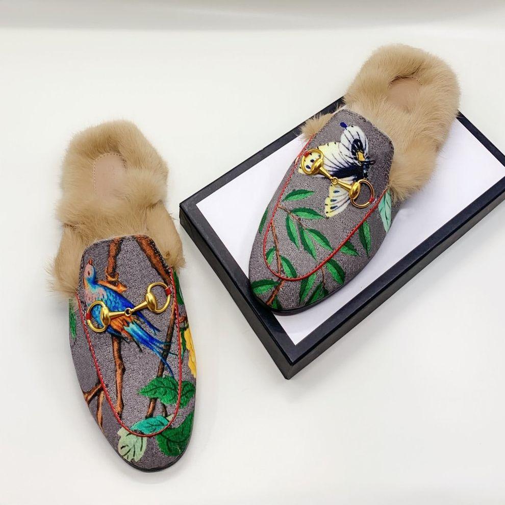 Gucci 2020 Moda Clássica Mulheres Genuíno Couro Flat Málulas Sapatos Homens Chinelos de Couro Chinelos de Couro Cadeia De Metal Sapatos Locais Deslizadores Ao Ar Livre 46