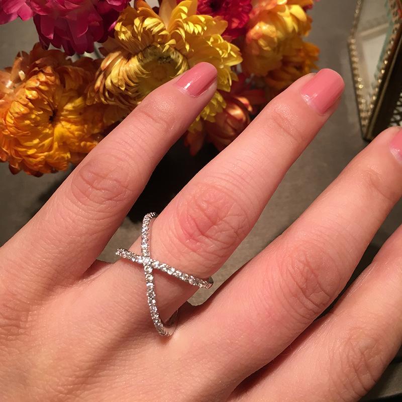Anel de linha cruzada dupla luxuosa com anel de cauda de diamante piscando, anel de dedo indicador com vento frio e zircão anel incrustado