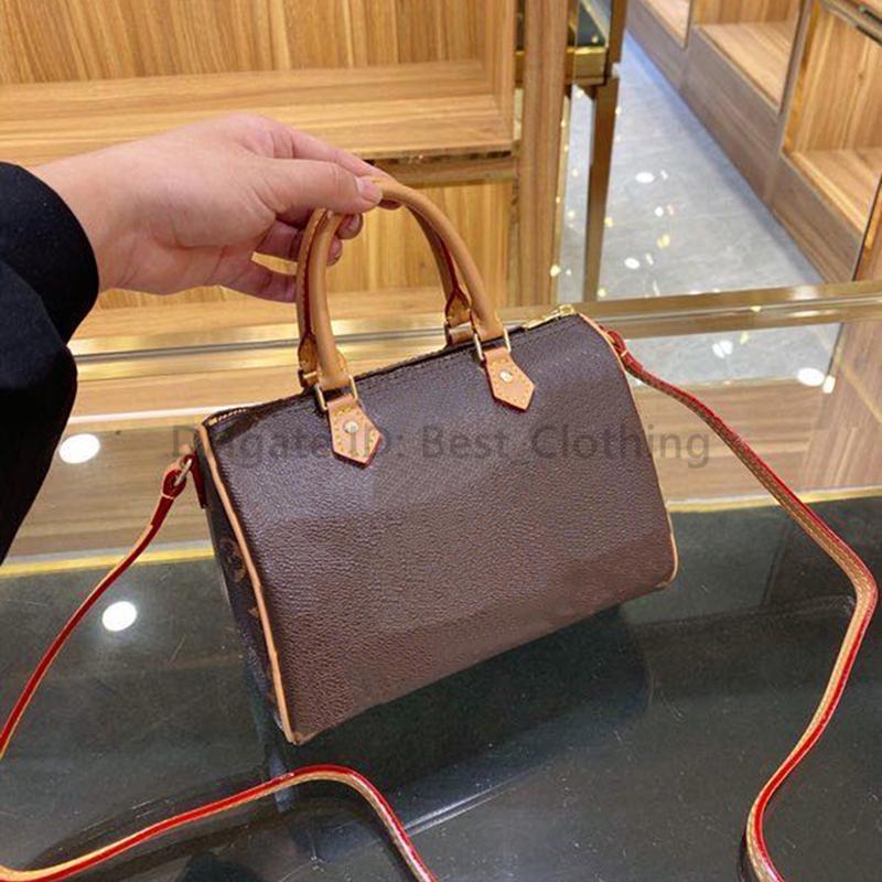 20SS Sacs d'oreiller de luxe de luxe Coussin de mode Classic Artwork Femmes Causques Lettre Zipper Sacs à main Designer Metallic Nghjt