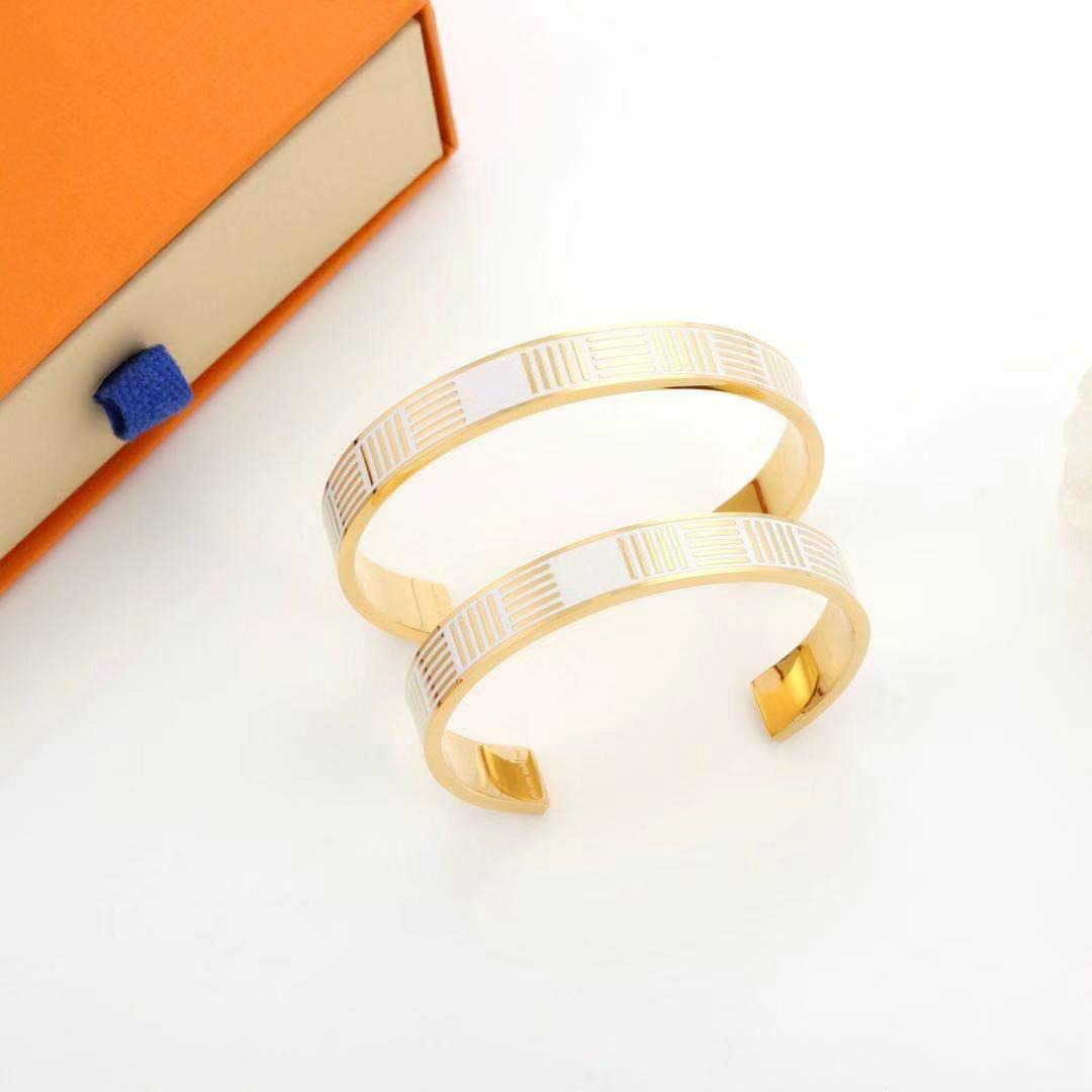 Vente chaude 316L Verrouillage en acier inoxydable Verrouillage V bracelets Bracelets Pultsiras Bracelets en cuir pour femmes / hommes bijoux 2 Taille