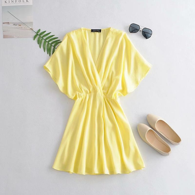 Vestido de mujeres sueltas Verano 2020 Nueva moda brillante material satinado Tamaño Moderna Señora sobre las rodillas Vestidos1