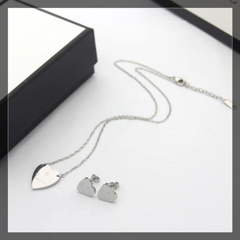 Europa America Fashion Jewelry Set Set Lady Donne in acciaio Titanium Inciso G Initials Heart Pendant Collana Braccialetto Braccialetto Set 3 Colore