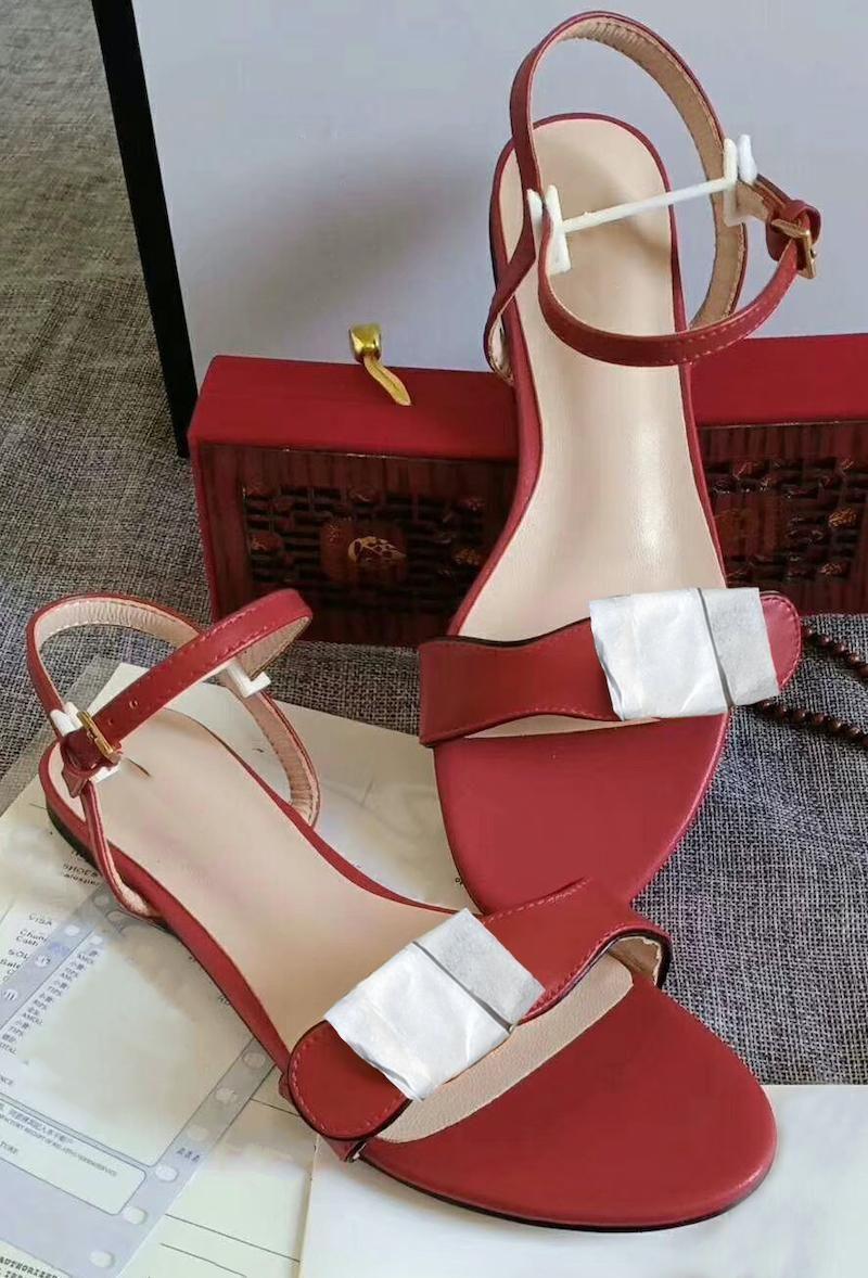 الفاخرة مزدوجة الصندل شقة ذهبية أحذية جلدية حقيقية رباط الكاحل الصيف الصيف شاطئ أحذية الزفاف أعلى جودة مع مربع 261
