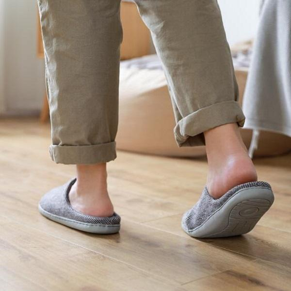 Erkekler Sandalet Chaussures Beyaz Gri Slaytlar Terlik Erkek Yumuşak Rahat Ev Otel Terlik Ayakkabı Boyutu 41-44 07