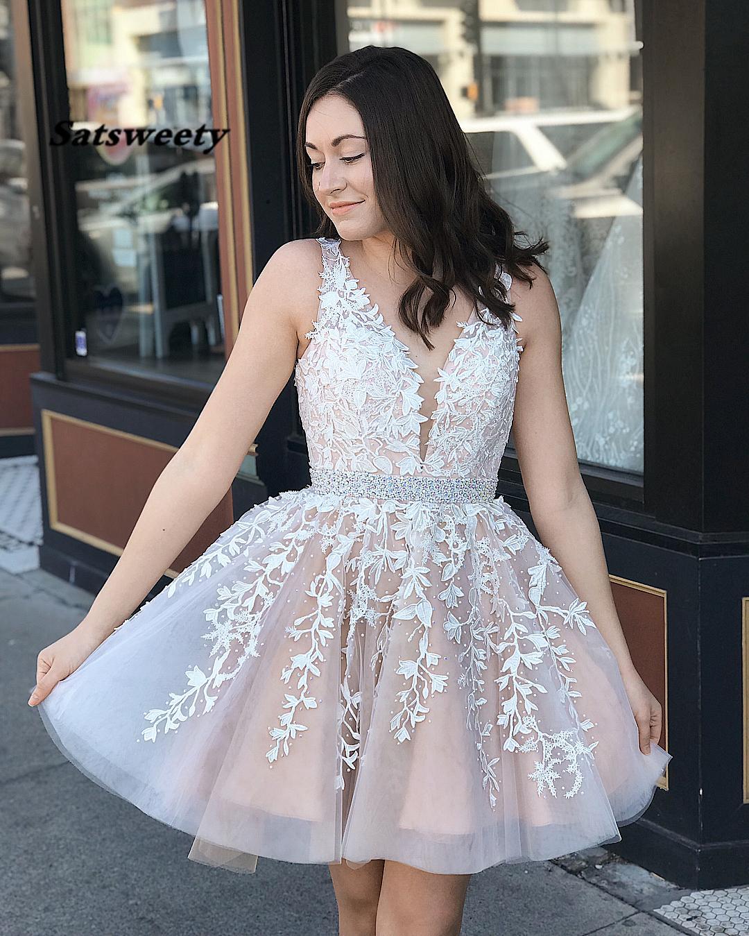 vestidos de cóctel Short Homecoming Dresses V Neck A line Lace Appliques vestido curto Crystals Cocktail Party Gowns Open Back