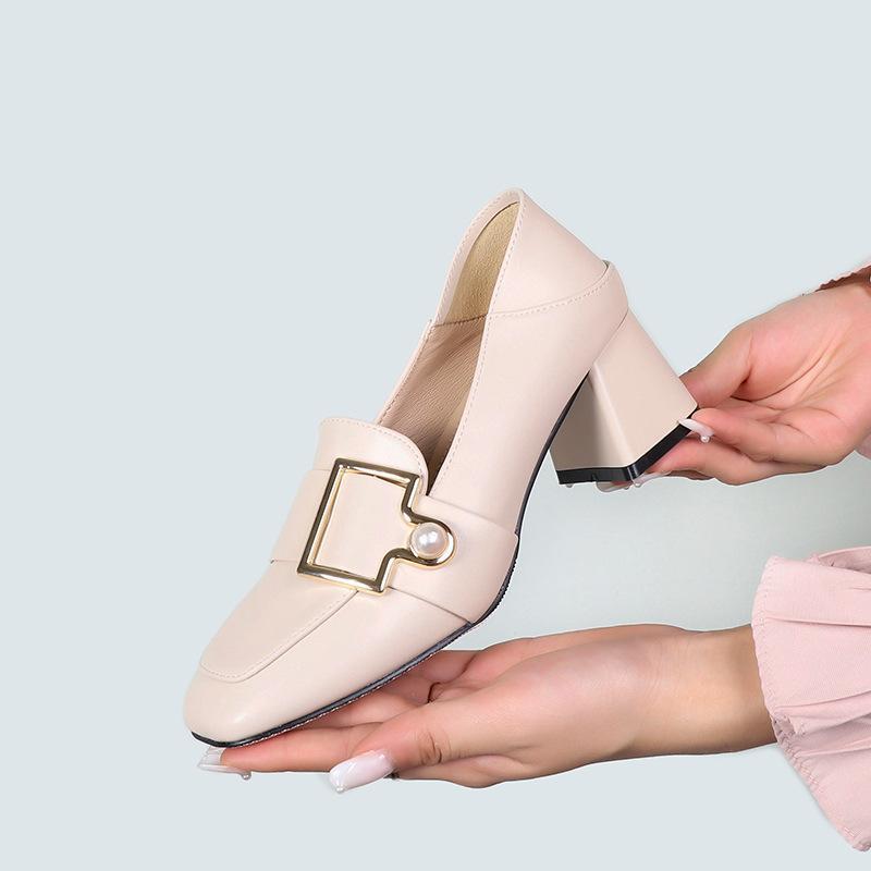 Primavera 2021 Casual New Pearl Decorative Womens Button Mocasines de tacón alto Tacón de tacón de doble Propósito Moda Chunky Zapatos de moda KJVWD