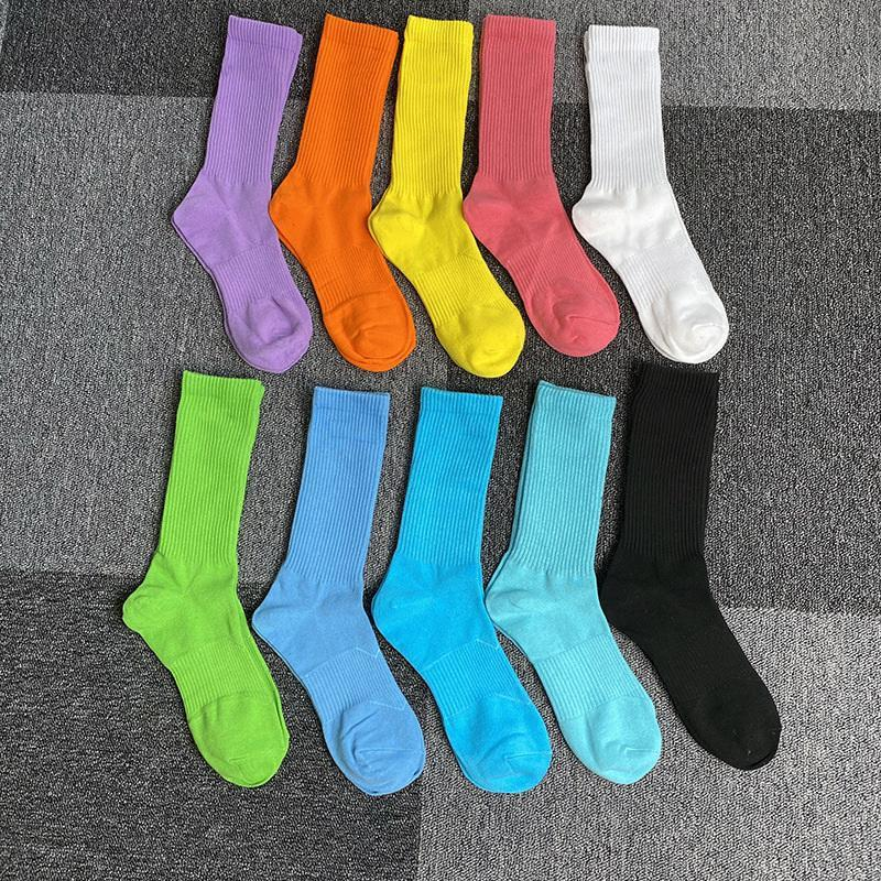 Moda mujeres y hombres calcetines de alta calidad calcetines de algodón letra transpirable algodón calcetines deportes al por mayor