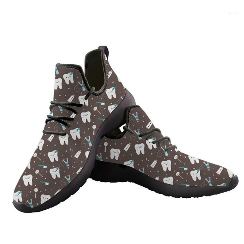 DENDINTHOEHOE Brown Dentist motif homme Sandales plats Sketch respirant maille Sneaker en tricot pour hommes Summer Footwear1