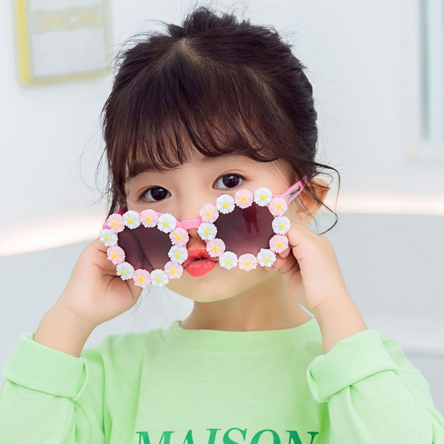 New Daisy Girls Sunglasses Cute Kids Flower Fashion Adumbral Glasses Children Clothing with Sun Eyeglasses Decorative Glasses C6701