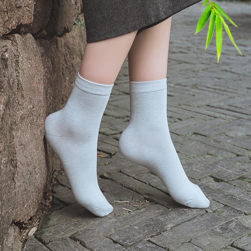 الجوارب الجوارب 6 قطع = 3pairs / lot ربيع الخريف أزياء العلامة التجارية المرأة الرياضية عالية الجودة الخيزران الألياف عارضة الإناث الحجم 35-39